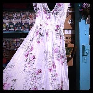 Torrid Long White Flower dress size 1